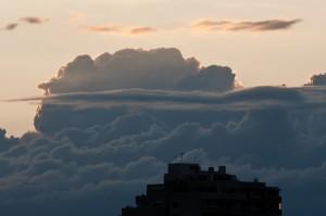 Blick von Bern auf die Kaltfront über Ostfrankreich am Donnerstagabend 21:00 Uhr