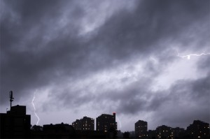 Nächtliches Gewitter über Bern