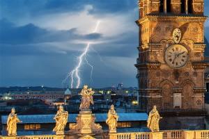 Beginn der Blitzshow um ca. 19:10 Uhr im Zentrum von Rom, Blick gegen Norden.