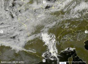 So nicht in den Modellen vorgesehen: Aktive Konvektionszone über Zentralfrankreich am Samstagmorgen